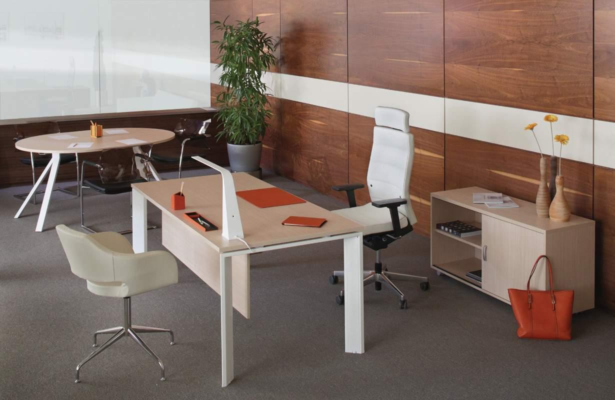 Стол для переговоров ASTRO